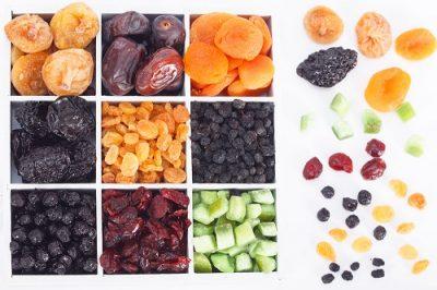תמונה של פירות יבשים מכל מיני סוגים